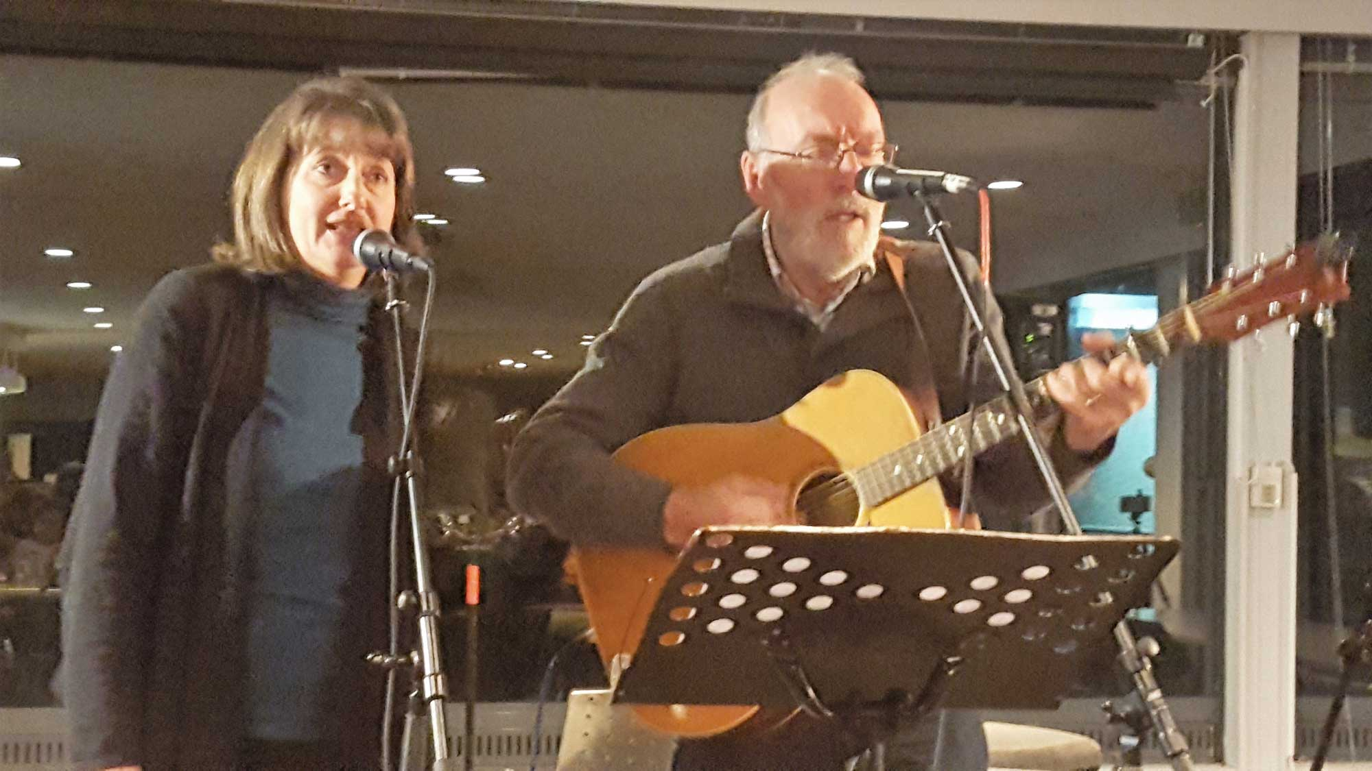 Holly-n-Ron singing